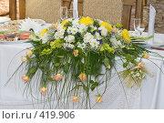 Купить «Празднично сервированный стол в кафе», фото № 419906, снято 23 августа 2008 г. (c) Федор Королевский / Фотобанк Лори