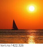 Купить «Яхта на фоне морского заката», фото № 422326, снято 8 августа 2008 г. (c) Павел Преснов / Фотобанк Лори
