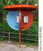 Купить «Телефон-автомат в Бишкеке», фото № 423682, снято 5 мая 2005 г. (c) Михаил Браво / Фотобанк Лори