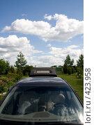 Купить «Автомобиль на фоне неба», фото № 423958, снято 8 августа 2008 г. (c) Владимир Чмелёв / Фотобанк Лори