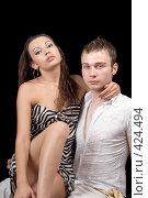 Купить «Молодая красивая пара на черном фоне», фото № 424494, снято 11 июля 2008 г. (c) Сергей Сухоруков / Фотобанк Лори