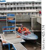 Купить «Валаам, пристань. Катер со спасательными жилетами», фото № 425174, снято 6 августа 2008 г. (c) Морковкин Терентий / Фотобанк Лори