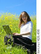 Купить «Девушка с ноутбуком», эксклюзивное фото № 426498, снято 11 августа 2008 г. (c) Natalia Nemtseva / Фотобанк Лори