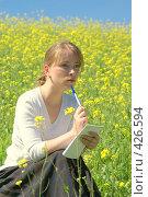 Купить «Девушка с блокнотом», эксклюзивное фото № 426594, снято 11 августа 2008 г. (c) Natalia Nemtseva / Фотобанк Лори