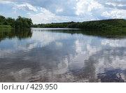 Купить «Вид на сибирскую деревню с реки», фото № 429950, снято 6 июля 2008 г. (c) Виталий Попов / Фотобанк Лори