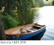 Лодка у берега. Стоковое фото, фотограф Ирина Трофимова / Фотобанк Лори
