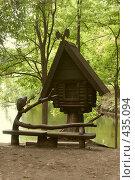 Купить «Избушка на курьих ножках возле озера», фото № 435094, снято 31 августа 2008 г. (c) Владислав Пугачев / Фотобанк Лори