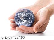 Купить «Глобус земли в ладонях», фото № 435190, снято 28 мая 2008 г. (c) Мельников Дмитрий / Фотобанк Лори