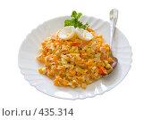 Купить «Салат с кукурузой и морепродуктами, украшен яйцом варёным», фото № 435314, снято 21 августа 2008 г. (c) Федор Королевский / Фотобанк Лори