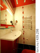 Купить «Интерьер ванной комнаты», фото № 439298, снято 3 сентября 2008 г. (c) Vdovina Elena / Фотобанк Лори