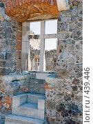 Купить «Окно в крепости», фото № 439446, снято 12 августа 2008 г. (c) Pukhov K / Фотобанк Лори