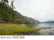 Купить «Лодка у берега озера», фото № 439906, снято 2 июля 2006 г. (c) Serg Zastavkin / Фотобанк Лори