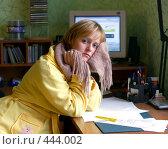 Купить «Девушка с шарфом на шее в домашнем интерьере», фото № 444002, снято 7 сентября 2008 г. (c) Ирина Солошенко / Фотобанк Лори