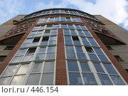 Дом со скругленным фасадом (2008 год). Стоковое фото, фотограф Дмитрий Голиков / Фотобанк Лори