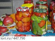 Купить «Консервирование овощей в домашних условиях», фото № 447790, снято 31 августа 2008 г. (c) Денис Шароватов / Фотобанк Лори
