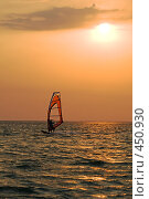 Купить «Силуэт виндсерфера на закате», фото № 450930, снято 26 июля 2008 г. (c) Сергей Сухоруков / Фотобанк Лори