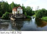 Купить «Развалины старинной ГЭС», фото № 453702, снято 20 ноября 2018 г. (c) Александр Буровцев / Фотобанк Лори