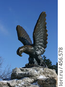 Купить «Скульптура орла на вершине горы Горячей. Пятигорск», эксклюзивное фото № 456578, снято 6 января 2008 г. (c) Оксана Гильман / Фотобанк Лори