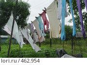 Купить «Белье на веревке сушиться в деревне», фото № 462954, снято 24 июля 2005 г. (c) Ирина / Фотобанк Лори