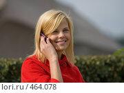 Купить «Девушка слышит приятные слова», фото № 464078, снято 6 сентября 2008 г. (c) Дмитрий Евдокимов / Фотобанк Лори