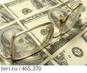 Купить «Очки на долларах», фото № 465370, снято 23 марта 2019 г. (c) Losevsky Pavel / Фотобанк Лори