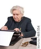 Пожилая женщина печатает. Стоковое фото, фотограф Михаил Лавренов / Фотобанк Лори