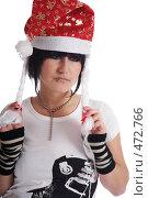 Купить «Панк в колпаке Деда мороза», фото № 472766, снято 18 сентября 2008 г. (c) hunta / Фотобанк Лори