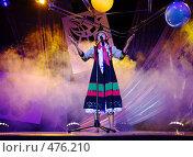 Купить «Cцена. Девушка исполняет номер», фото № 476210, снято 17 сентября 2008 г. (c) Александр Ерёмин / Фотобанк Лори
