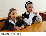 Купить «Две ученицы за партой», фото № 478850, снято 1 сентября 2008 г. (c) Мирослава Безман / Фотобанк Лори