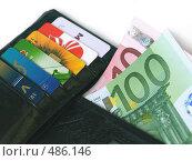 Купить «Бумажник с деньгами и кредитными карточками», фото № 486146, снято 27 сентября 2008 г. (c) Вячеслав Жуковский / Фотобанк Лори