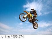Купить «Мотоциклист в прыжке на фоне голубого неба», фото № 495374, снято 6 сентября 2008 г. (c) Константин Тавров / Фотобанк Лори