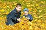 Дети в осенней листве, фото № 497746, снято 5 октября 2008 г. (c) Сергей Лаврентьев / Фотобанк Лори