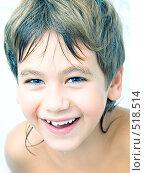 Купить «Смеющийся мальчик с мокрыми волосами в ванне», фото № 518514, снято 24 марта 2018 г. (c) Ольга Красавина / Фотобанк Лори