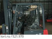 Купить «В сервисном центре по ремонту погрузчиков», фото № 521970, снято 8 сентября 2008 г. (c) Владимир Воякин / Фотобанк Лори