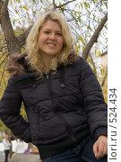 Купить «Девушка в осеннем парке», фото № 524434, снято 11 октября 2008 г. (c) Влад Нордвинг / Фотобанк Лори