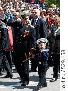 Купить «Ветеран с внуком», фото № 529158, снято 9 мая 2008 г. (c) Павел Вахрушев / Фотобанк Лори