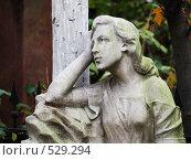Купить «Женщина на могиле», фото № 529294, снято 11 октября 2008 г. (c) Оля Косолапова / Фотобанк Лори