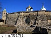 Купить «Псков. Стена Кремля и Троицкий собор», фото № 535782, снято 5 апреля 2008 г. (c) АЛЕКСАНДР МИХЕИЧЕВ / Фотобанк Лори