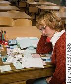 Учительница, получившая зарплату (2008 год). Редакционное фото, фотограф Ирина Солошенко / Фотобанк Лори