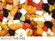 Купить «Смесь сушеных фруктов и орехов», фото № 545042, снято 5 ноября 2008 г. (c) Чернышева Лариса / Фотобанк Лори