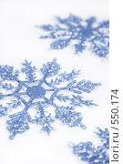 Купить «Новогодние украшения снежинки», фото № 550174, снято 3 ноября 2008 г. (c) Логинова Елена / Фотобанк Лори