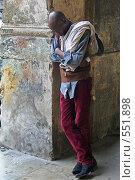 Спящий кубинец после тяжелой работы, Гавана (2006 год). Редакционное фото, фотограф Денис Березин / Фотобанк Лори