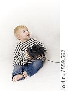 Ребенок в тельняшке и с наушниками, фото № 559562, снято 13 ноября 2008 г. (c) Лисовская Наталья / Фотобанк Лори