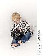 Купить «Ребенок в тельняшке и с наушниками», фото № 559566, снято 13 ноября 2008 г. (c) Лисовская Наталья / Фотобанк Лори