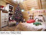 Купить «Новогодний интерьер комнаты с праздничной ёлкой», фото № 562502, снято 11 ноября 2008 г. (c) Александр Черемнов / Фотобанк Лори