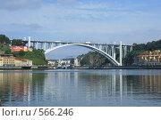 Купить «Мост через реку Тежу», фото № 566246, снято 1 июля 2008 г. (c) Кузьминов Юрий Юрьевич / Фотобанк Лори
