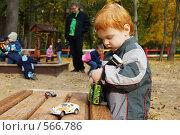 Купить «На детской площадке», фото № 566786, снято 4 октября 2008 г. (c) Наталья Груздева / Фотобанк Лори