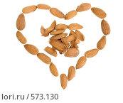 Миндальные орехи на белом фоне, разложенные в виде сердца. Стоковое фото, фотограф Анатолий Заводсков / Фотобанк Лори