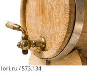 Старая деревянная бочка с латунным краном для вина. Стоковое фото, фотограф Анатолий Заводсков / Фотобанк Лори