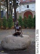Купить «Бронзовая скульптура девушки в Светлогорске», фото № 573386, снято 10 ноября 2008 г. (c) Рягузов Алексей / Фотобанк Лори
